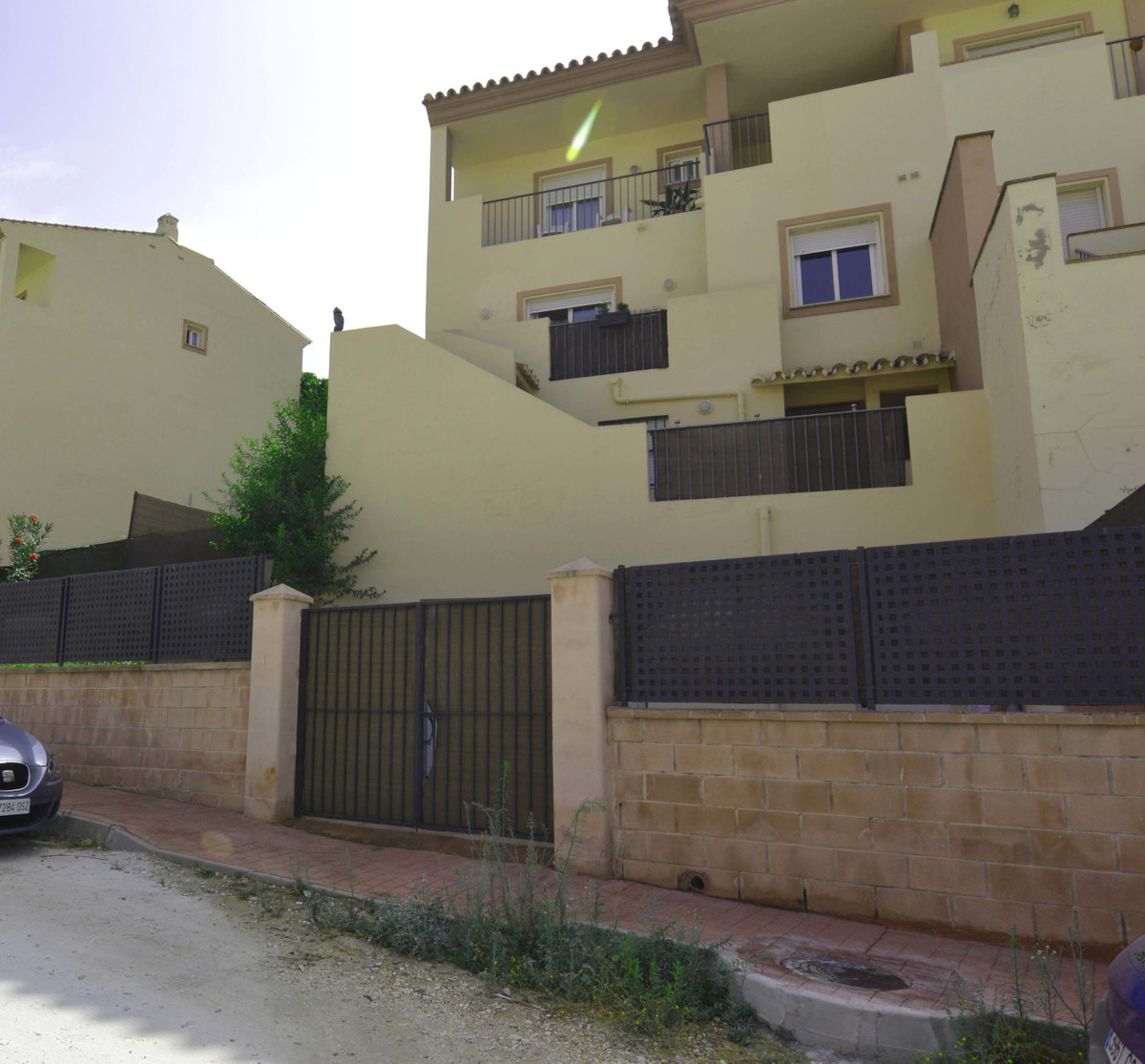 Semi-detached house in front of the La Trocha shopping center. With access from two streets. The hou, Spain
