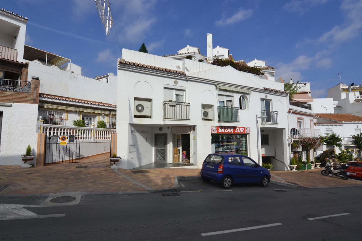 Apartment in the center of Benalmadena Pueblo. Apartment with 42 m2, 1 bedroom. Centralized air cond, Spain