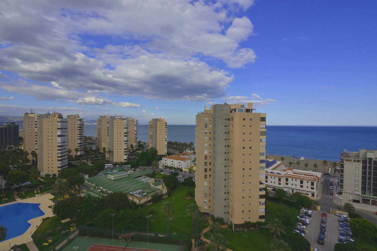 Spectacular sea views and unbeatable location. In Torres de  Playamar. Large apartment with 3 bedroo, Spain