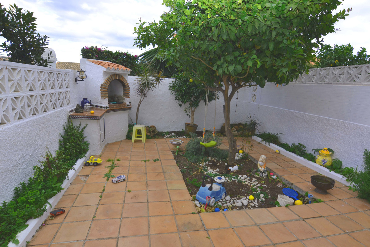 In one of the most established residential areas of Benalmadena is this nice and cozy townhouse. It , Spain