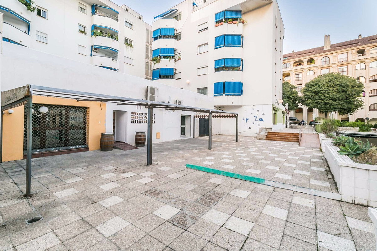 R3296761: Commercial for sale in Benalmadena