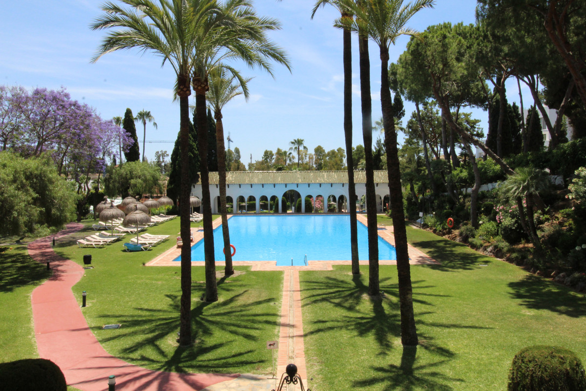 Nice middle floor apartment in Golden Mile-Marbella.  Beautiful & very spacious apartment, just , Spain