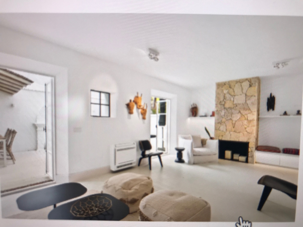 Townhouse for sale in The Golden Mile R3425116