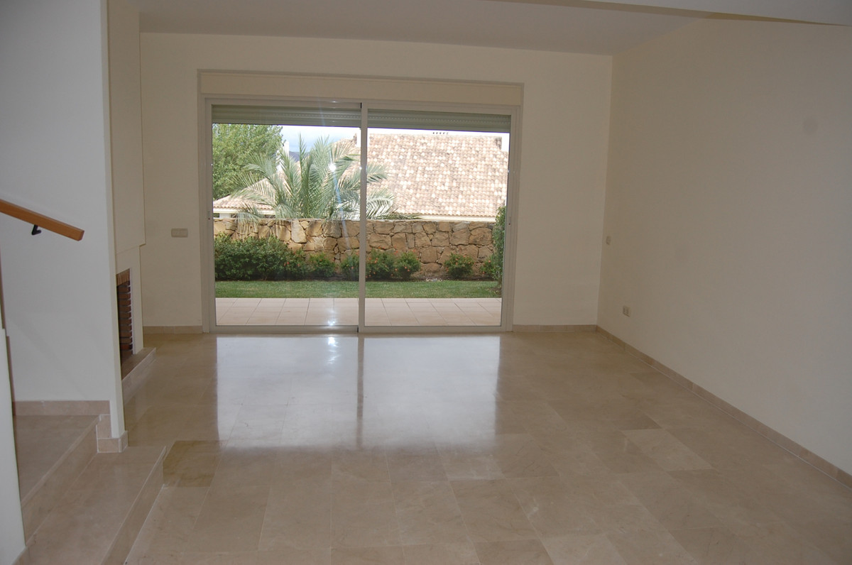 Fabulous 3 bedroom townhouse with golf and mountain views Private 3 bedroom luxury property finished, Spain