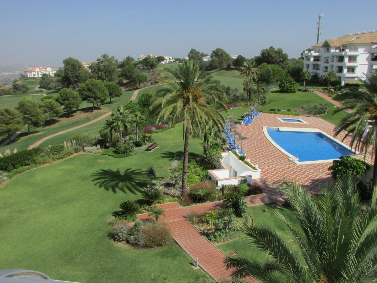 Amazing Corner Penthouse with 3 en-suite bedrooms Unbeatable views to the golf, sea and to the mount,Spain