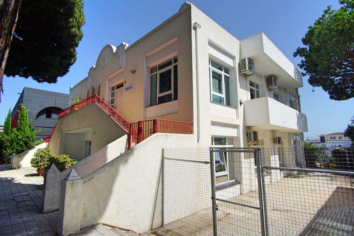 INVESTMENT OPPORTUNITY-  PRIME LOCATION - COMMERCIAL PREMISES WITH LONG ESTABLISHED TENNANTS.- Uniqu,Spain