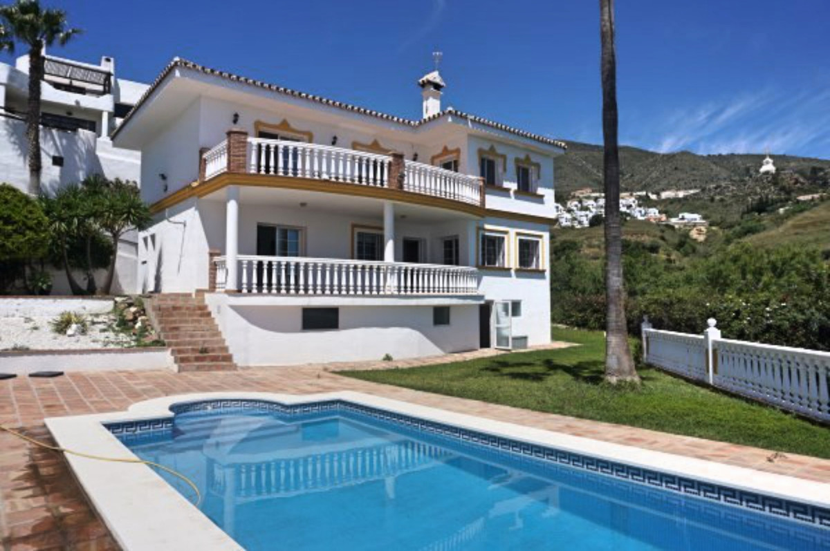BARGAIN - SEA VIEW VILLA - PANORAMIC VIEWS- OPEN TO OFFERS. Spacious villa with panoramic sea and mo, Spain
