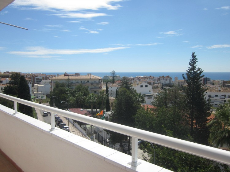 SEA VIEWS and PRIME CENTRAL LOCATION- This beautifully renovated 3 bedroom corner apartment is in a , Spain