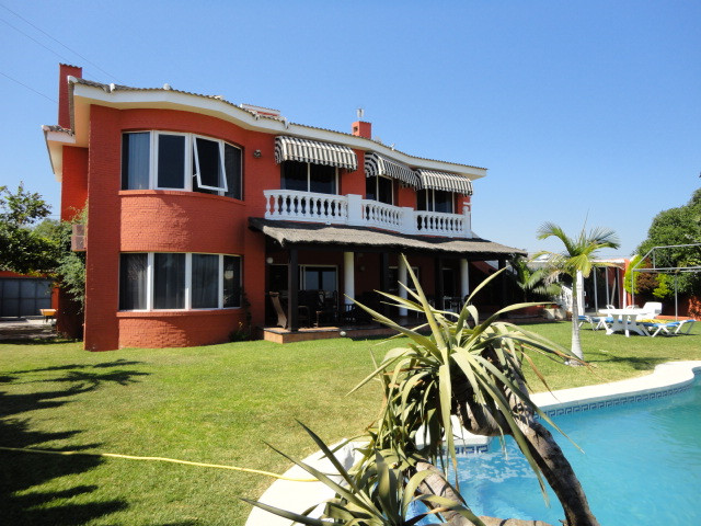 Spacious villa with fantastic sea views built to high specifications in a residential part of Fuengi, Spain