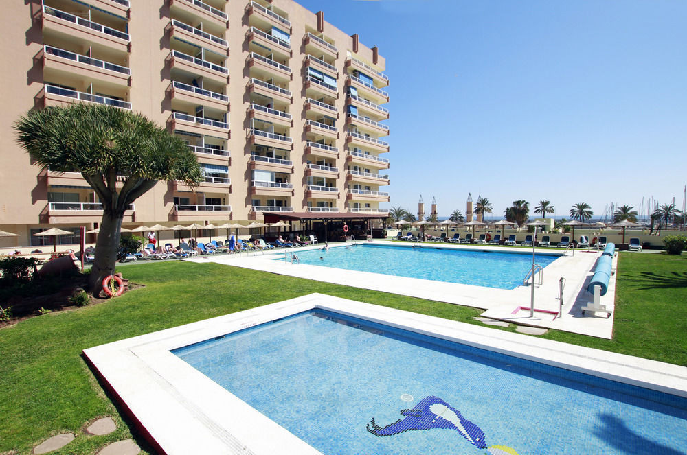 BEACHFRONT BARGAIN- Spacious open plan apartment with a large sunny terrace on Fuengirola beachfront,Spain
