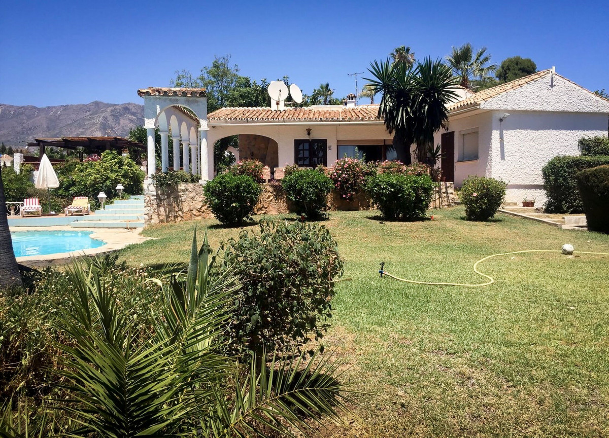 OPPORTUNITY- Fantastic one level villa on a large flat plot in one of the best residential area betw, Spain