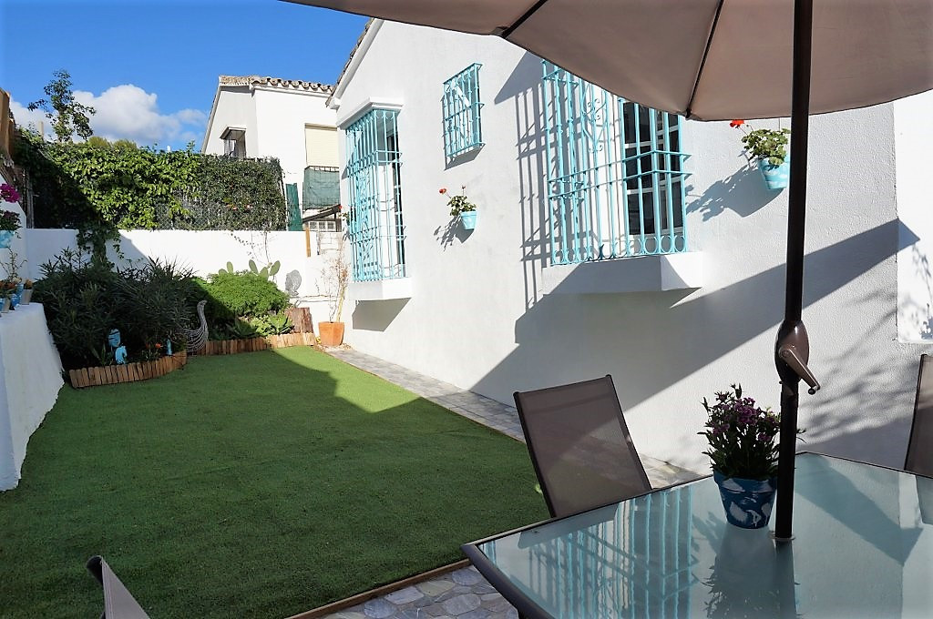 UNIQUE AND MODERN TOWNHOUSE WITH BIG GARDEN IN A PRIME LOCATION!  Let us present this beautiful, new,Spain