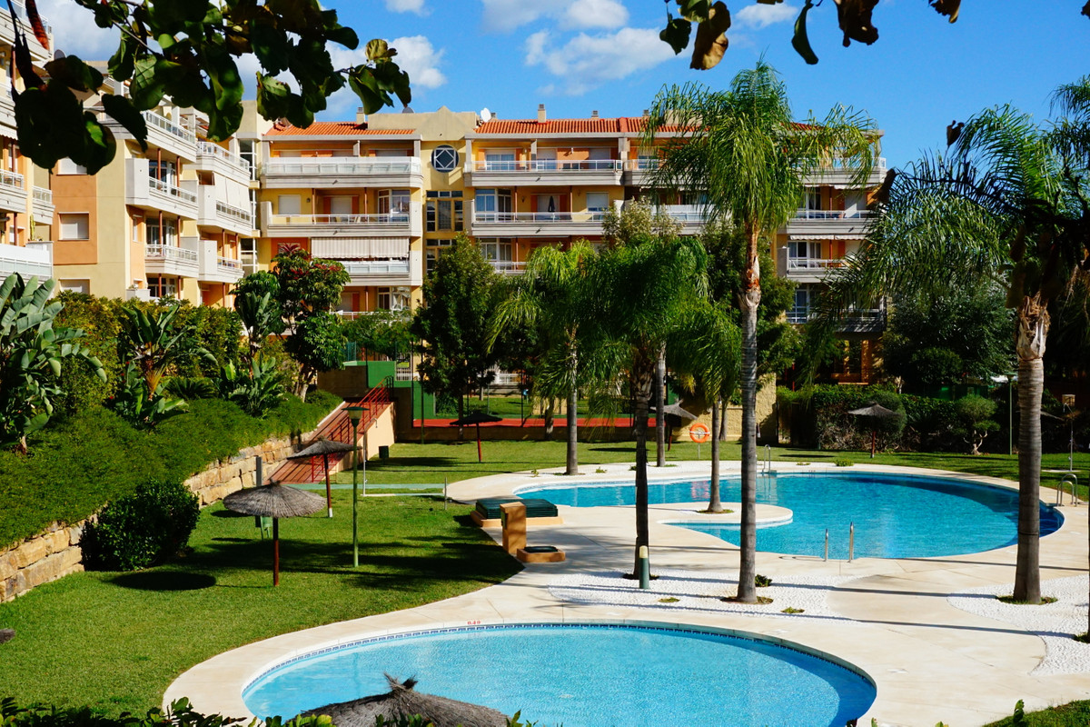 EXCEPTIONAL VALUE - Modern  ground floor apartment within a secure gated community next to Mijas Gol,Spain
