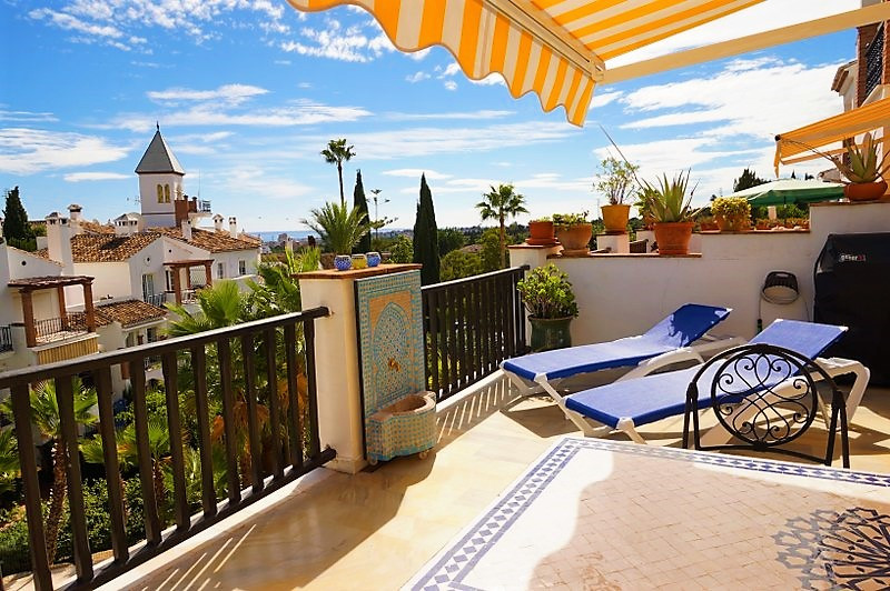 EXCEPTIONAL TERRACE WITH GREAT VIEWS - GATED AND BEAUTIFUL URBANIZATION! Let us proudly present this, Spain
