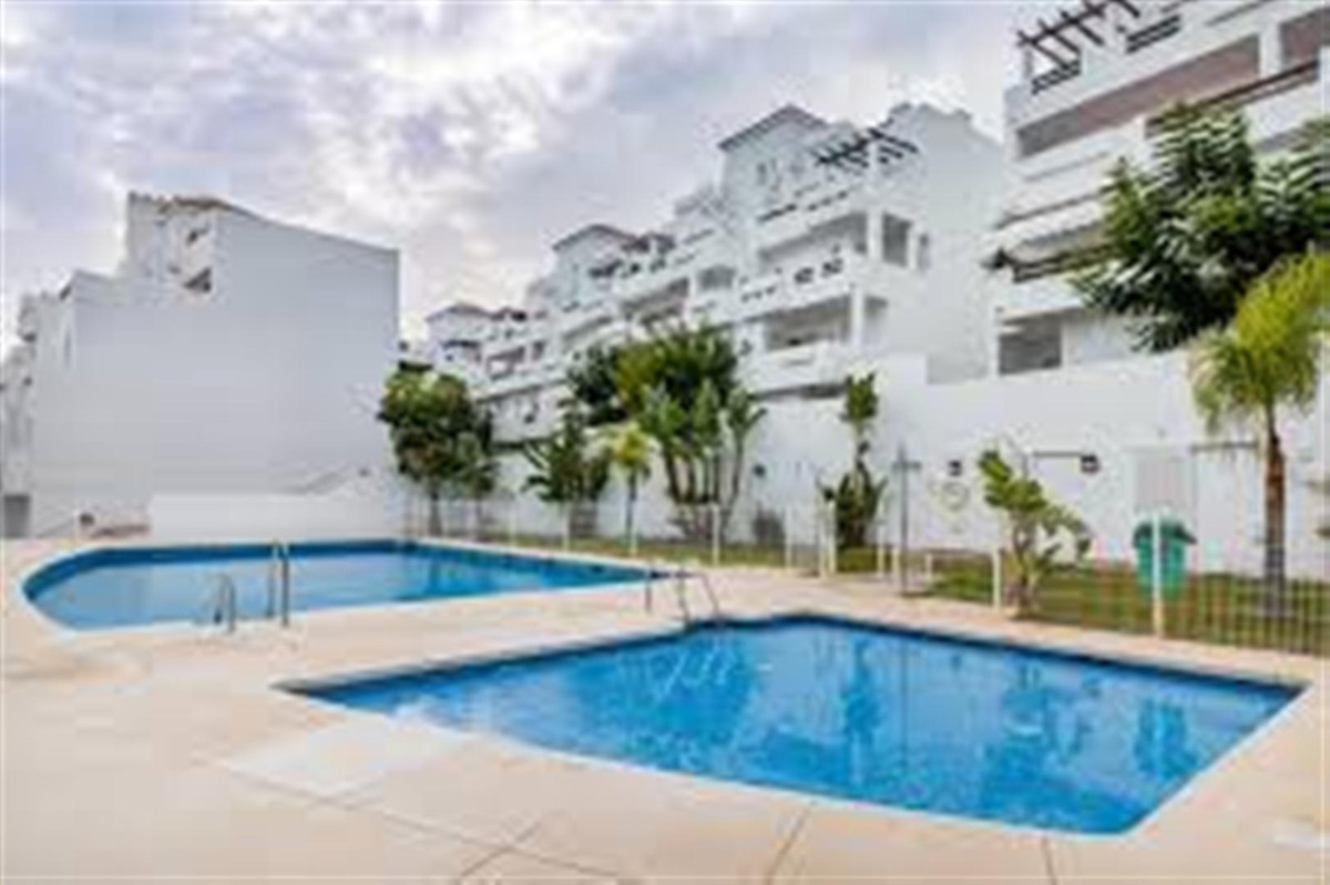 Stunning 3 bed. 2 bath apartment in a golf complex. The property consists of a fully equipped kitche,Spain