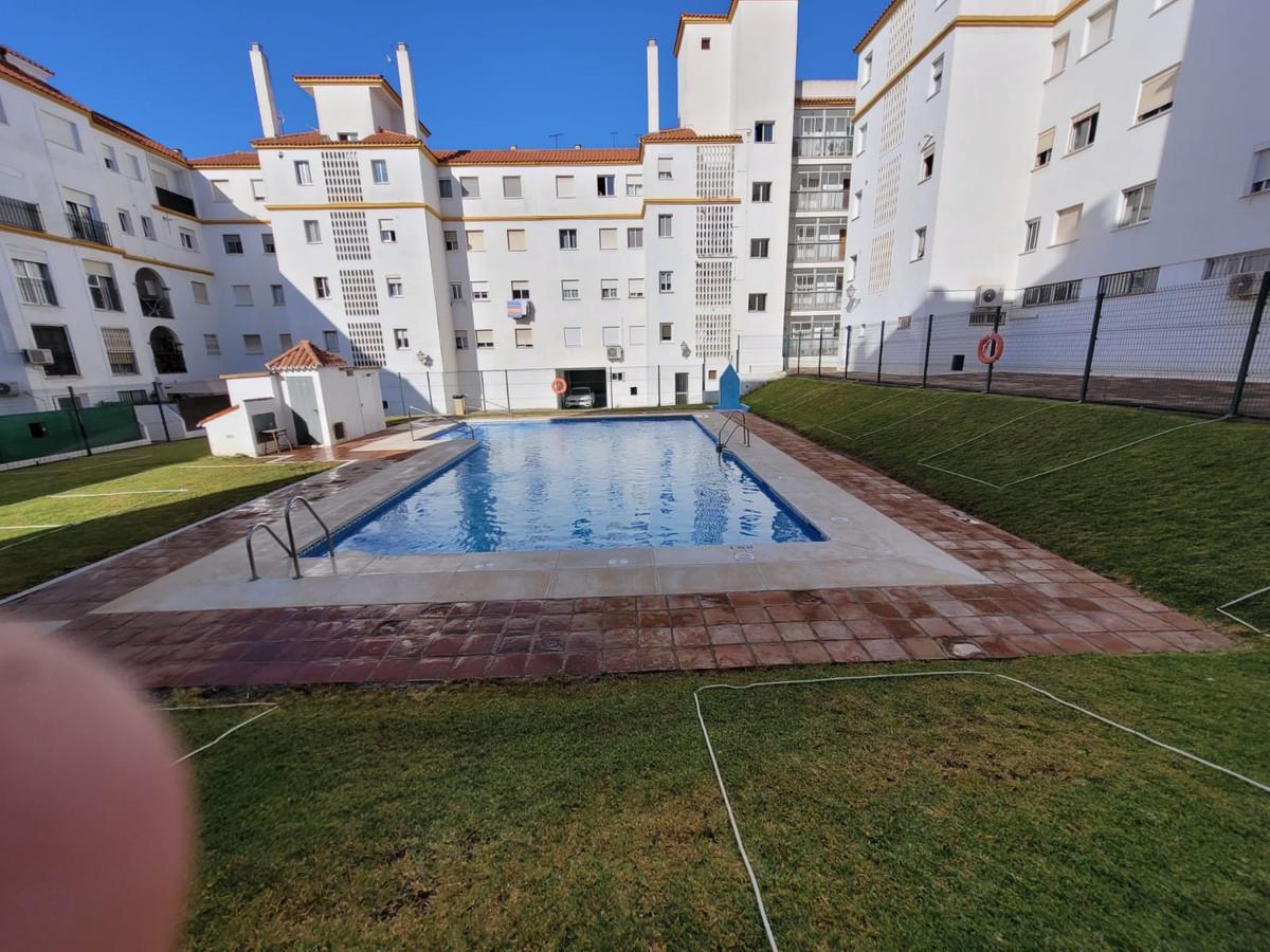 Middle Floor Apartment, Estepona, Costa del Sol. 3 Bedrooms, 2 Bathrooms, Built 120 m², Terrace 15 m,Spain
