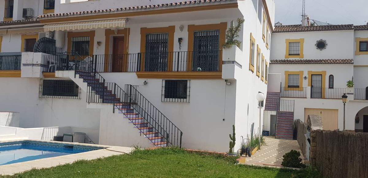 Maison mitoyenne en vente à Estepona R3857032