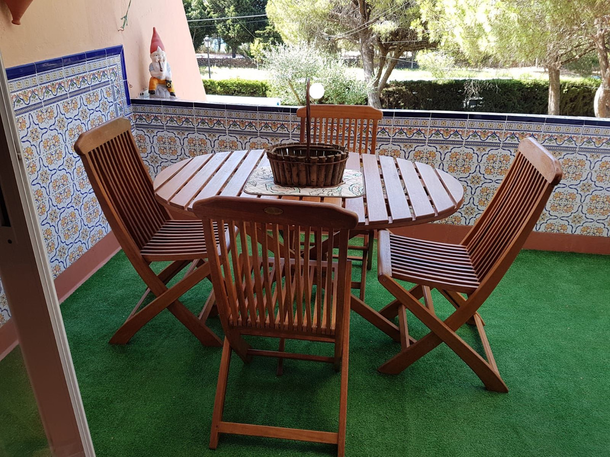 Wonderful bungalow just 300m from the beach. The property consists of kitchen, bathroom, living room,Spain