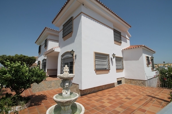 Beautiful four bedroom villa for sale in Alhaurin de la Torre. Private swimming pool and garden with, Spain