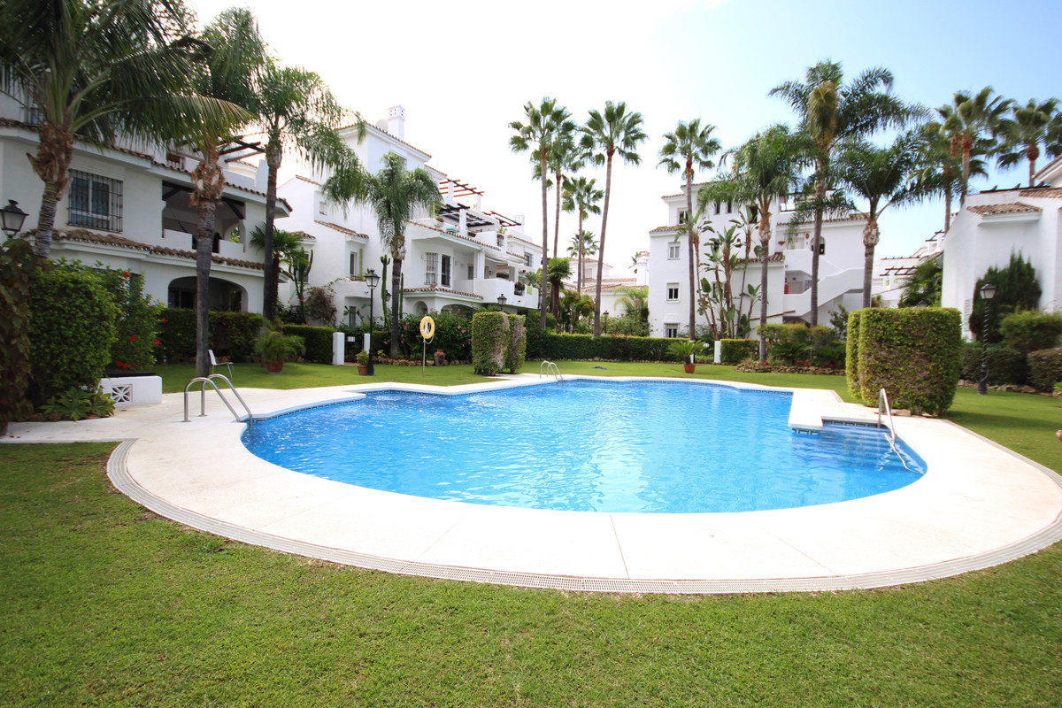 First floor apartment in Los Naranjos de Marbella, Nueva Andalucia. Very spacious and big east orien, Spain