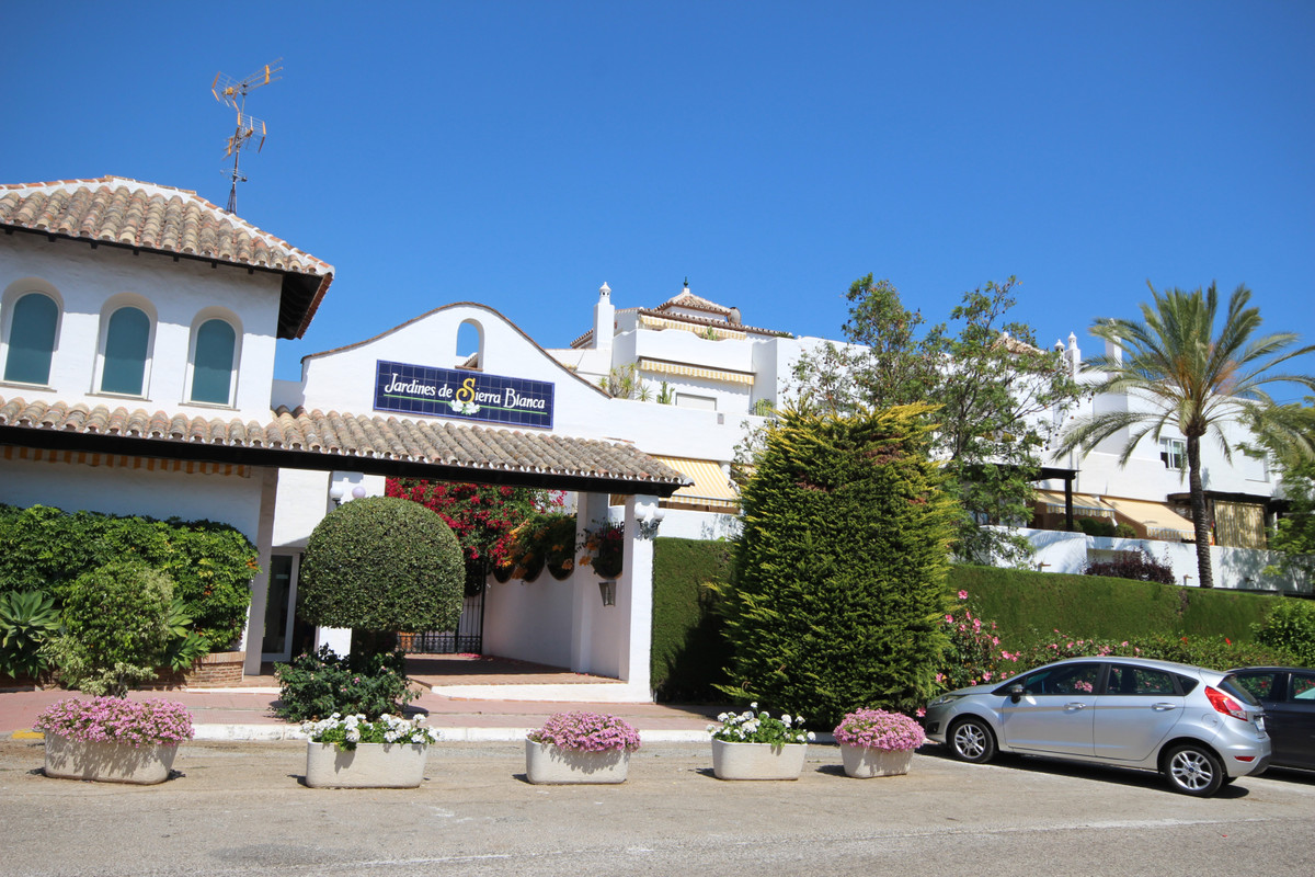 2 bedroom apartment for sale nagueles
