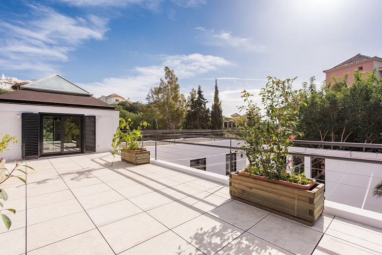 Completely refurbish villa in Contemporary style in Nueva Andalucia. In Ground floor there is a magn,Spain