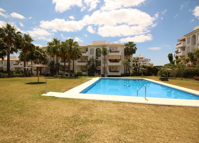 Amazing apartment in the New Golden Mile, between San Pedro and Estepona. Second floor , south orien, Spain