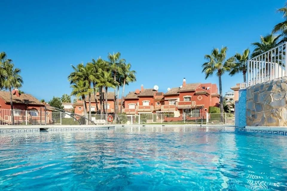 Nice and ample townhouse in between Estepona and Marbella. Property comprises an entrance hall, full,Spain