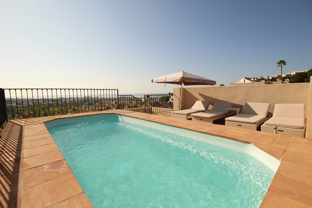 El Paraiso - Three bedroom immaculately presented duplex penthouse with private rooftop terrace and , Spain
