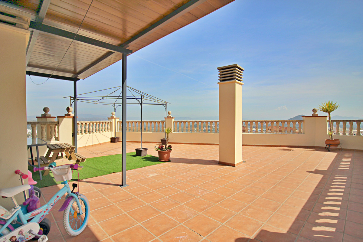 Immaculate and spacious duplex penthouse, 112m2, with 4 bedrooms and 3 bathrooms, in central locatio,Spain