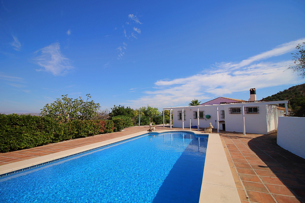 Very peaceful single level country house,102m2, with amazing panoramic country views in Guaro, with ,Spain