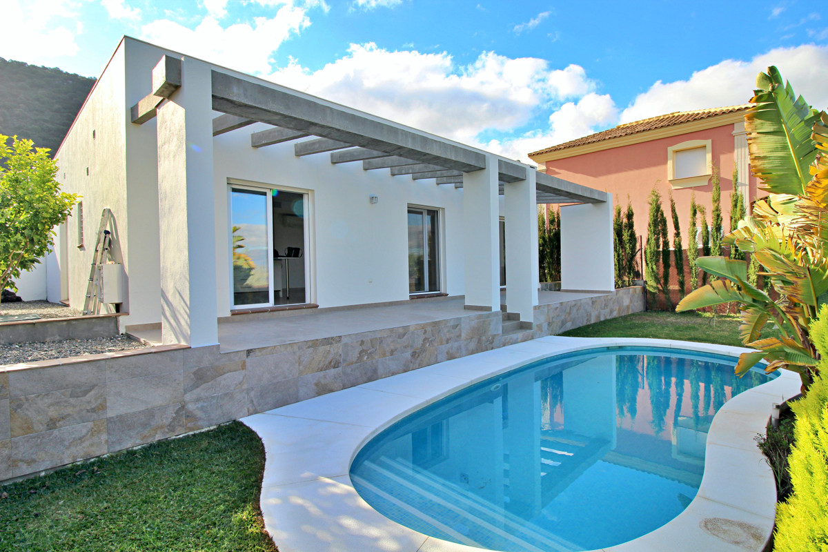 Beautiful newly built villa in the Sierra Gorda urbanization, close to all amenities and just a few ,Spain
