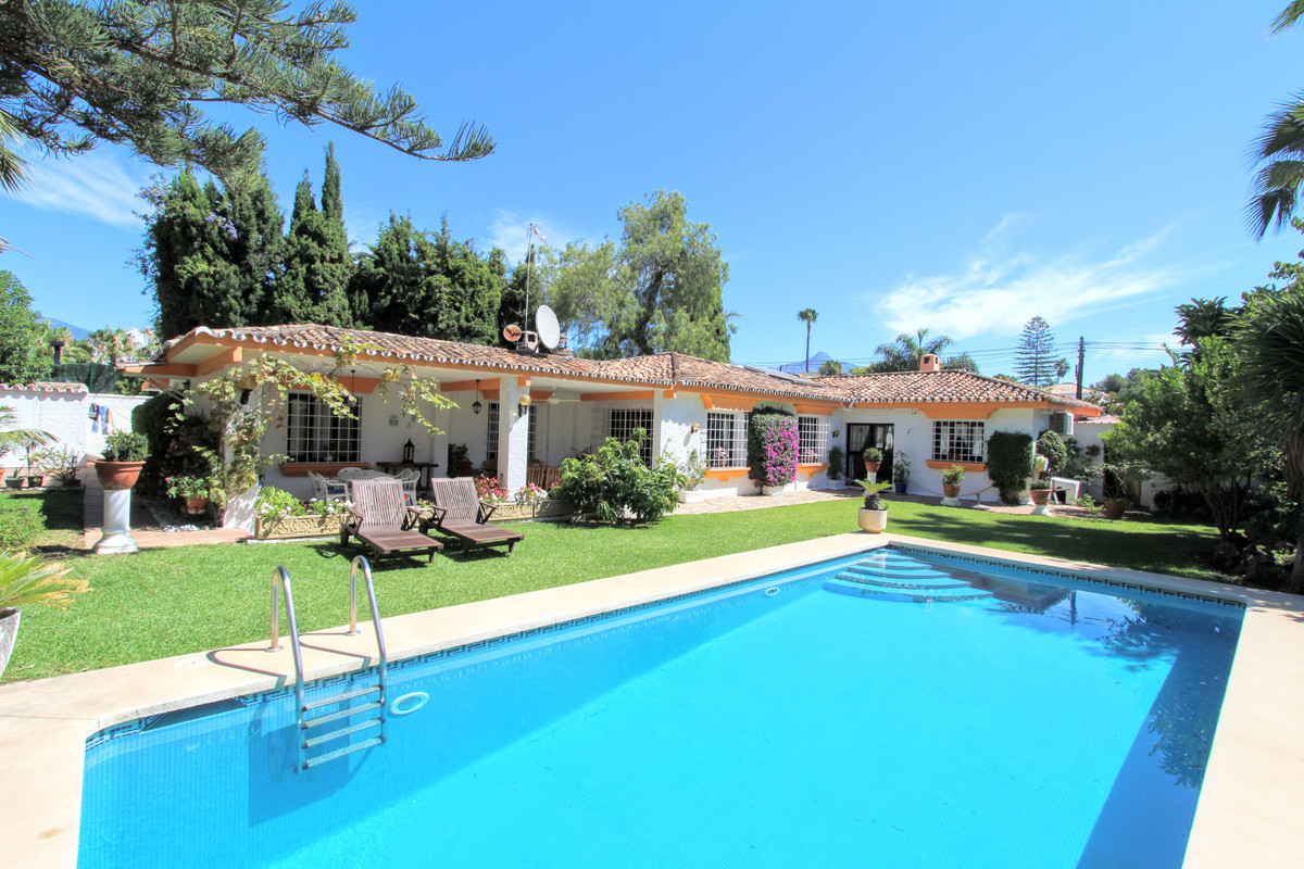 Exclusive listing! Full of potential, this one level Villa is located in sought after Cortijo Blanco,Spain
