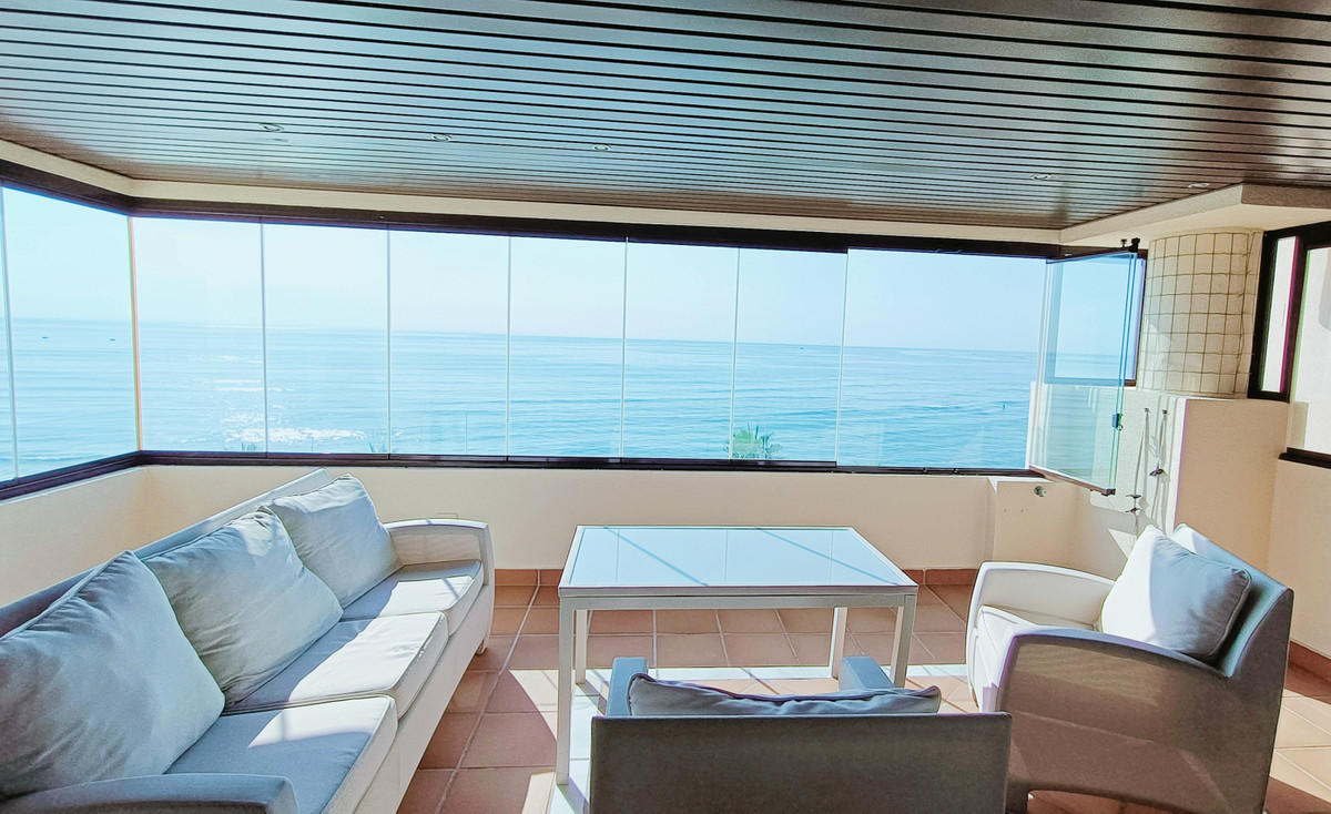 Frontline beach apartment in luxury complex close to Kempinski Hotel and Estepona town, on the New G,Spain