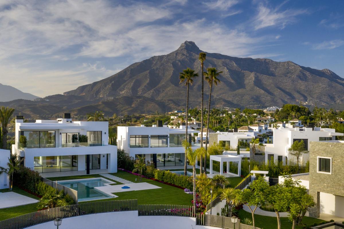 Marbella Banus Villa – Chalet en Venta en Marbella – R2595593