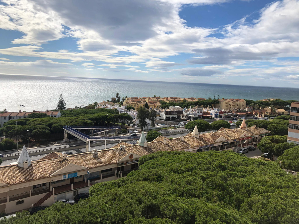 Cozy Apartment with Sea Views in Sitio de Calahonda. Opportunity !!! It has been completely renovate, Spain