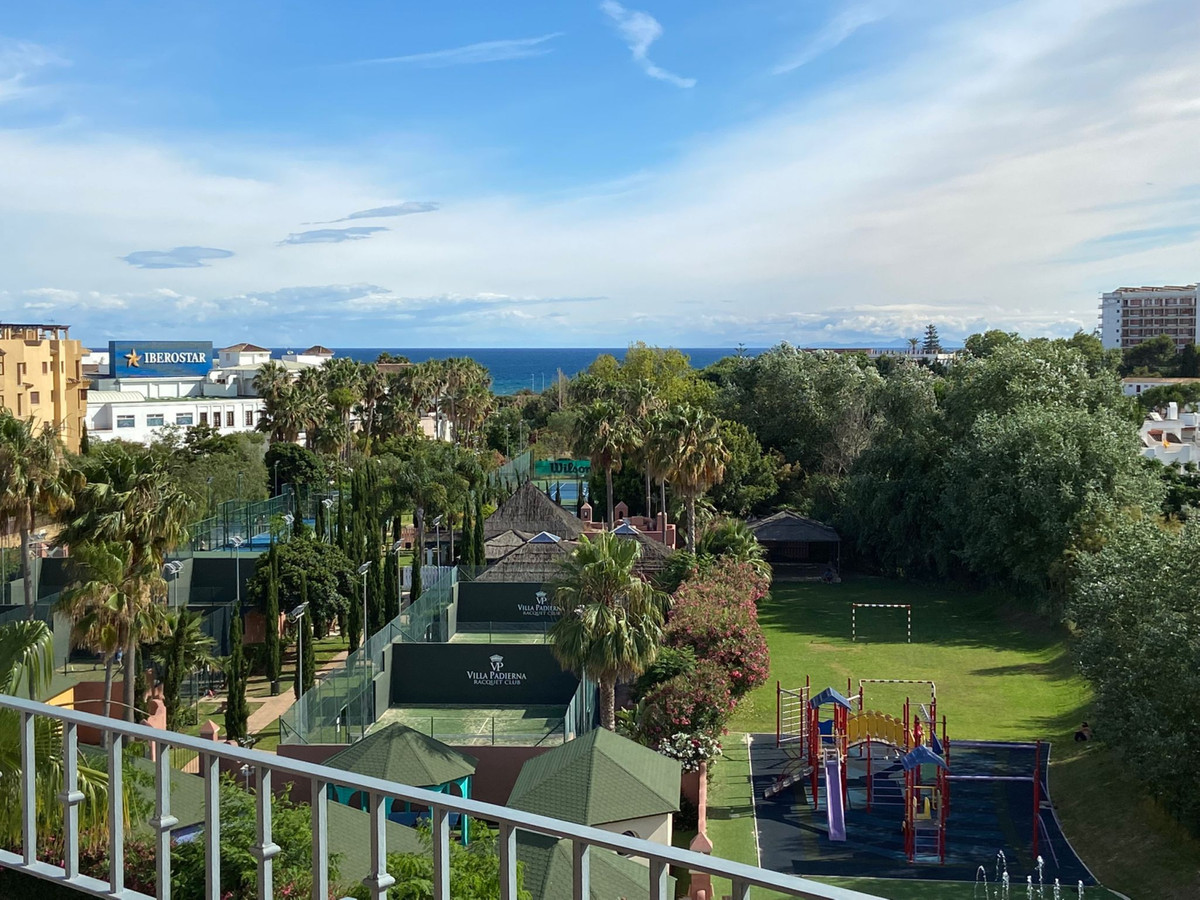 Elegant and bright penthouse with Covered Terrace in Phase VI of Costalita. Immaculate condition and,Spain