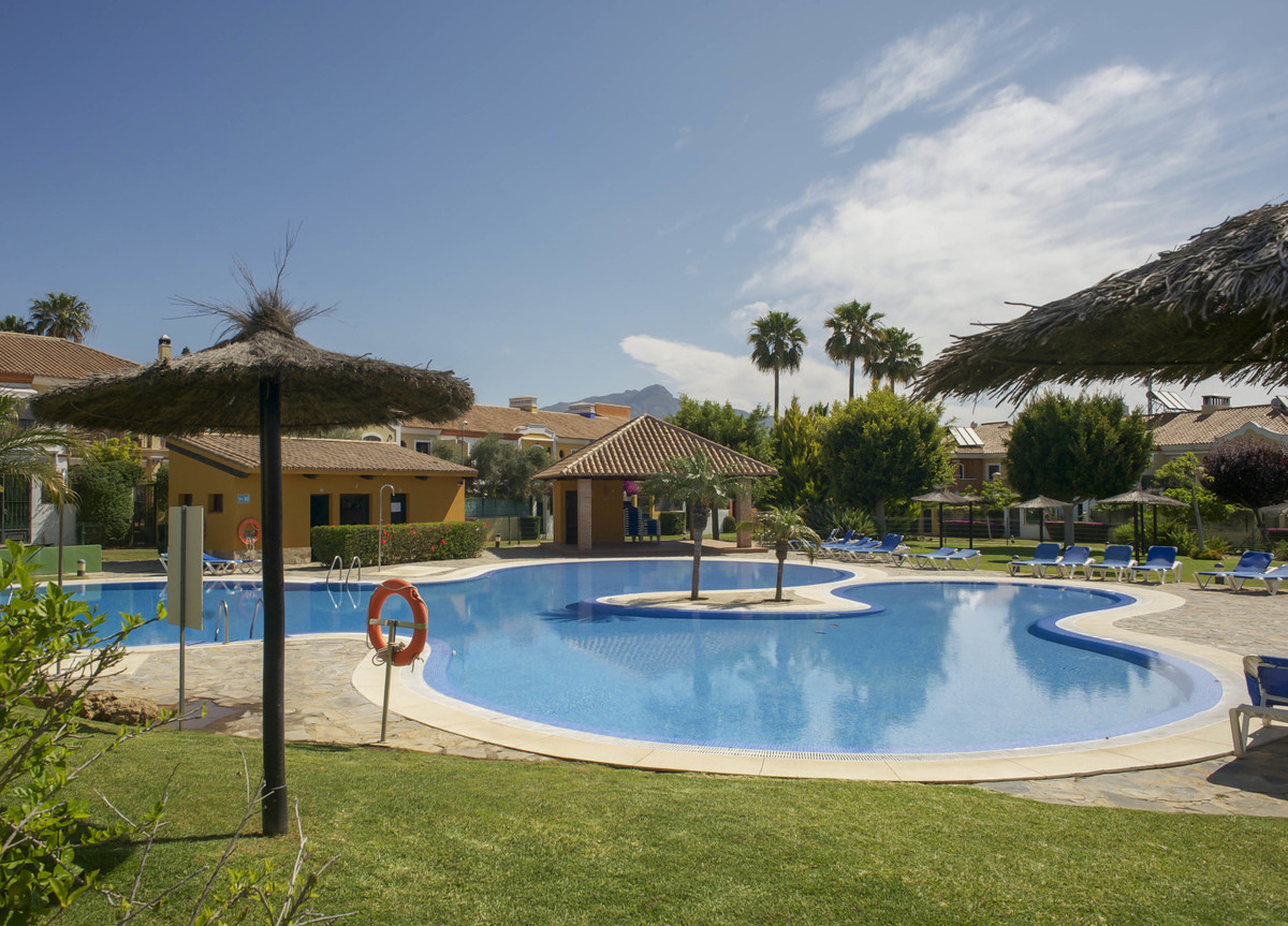 Large Row-House in Guadalmina Alta; 4 double bedrooms; 3 bathrooms. West orientation  Located in Vil, Spain