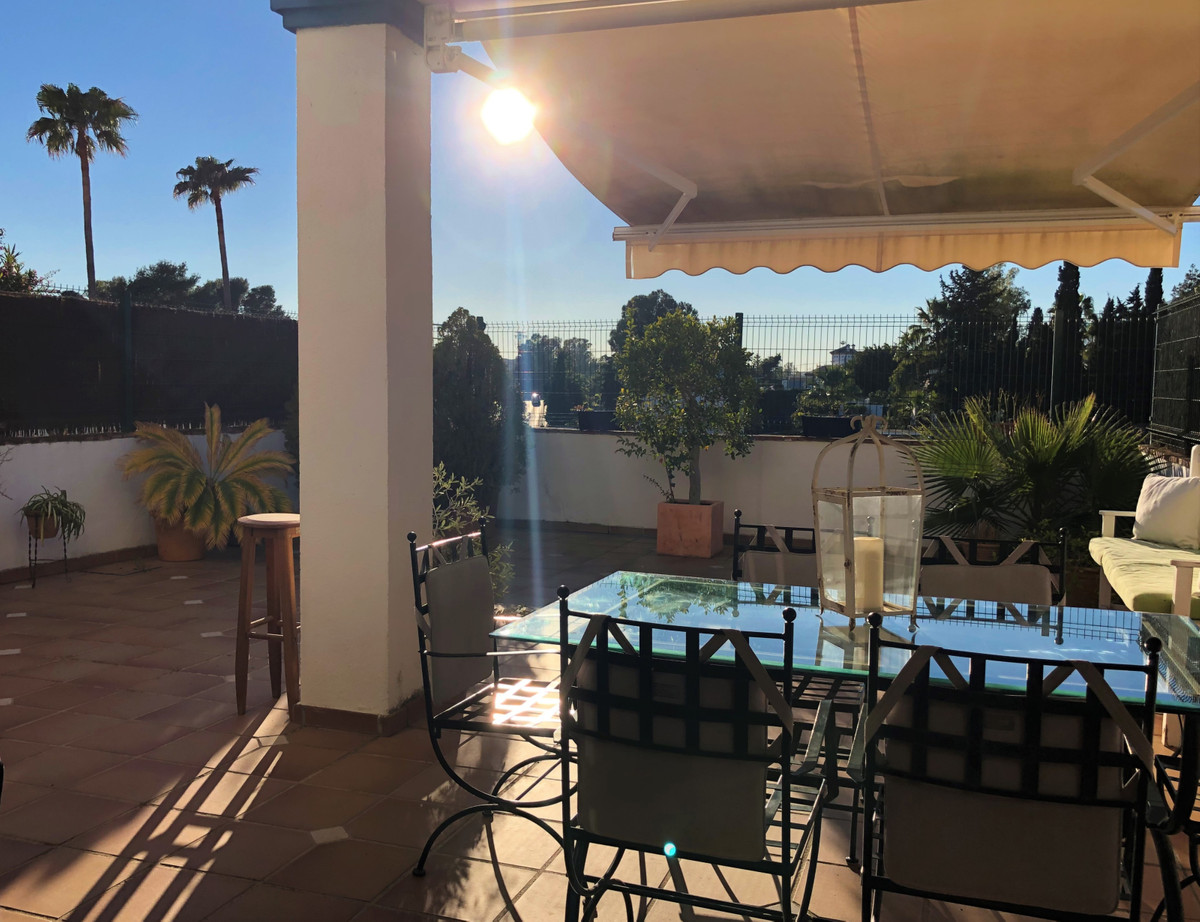 Large Row-House in Guadalmina Alta; 4 double bedrooms; 3 bathrooms. West orientation  Located in VilSpain