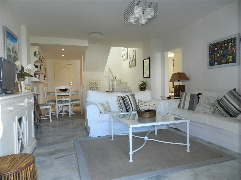 Duplex penthouse located in a beautiful gated first line beach complex. It offers large communal are,Spain
