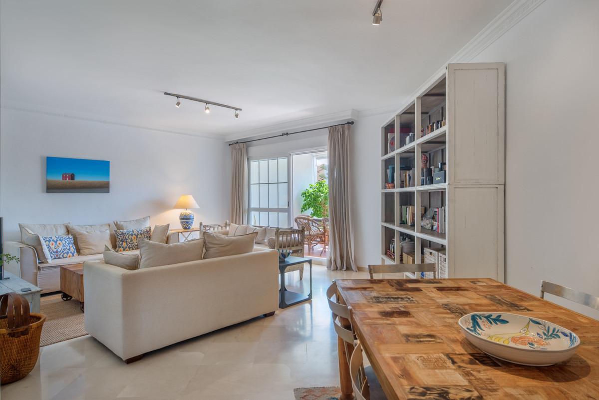 Marbella Banus Apartamento Planta Media en Venta en Bahía de Marbella – R3500431