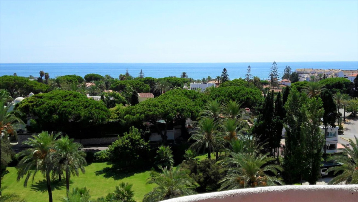 Studio in a 5th floor in a well known complex in Marbesa Excellent Rentals Potential and a great loc,Spain