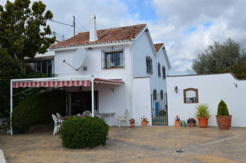 Reduced! A charming Villa/Finca full of character, well situated in a country lane close to the town,Spain