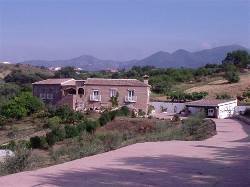 Reduced! Farmhouse style Villa, 4 bedrooms, 3 bathrooms, built 306m2 on a 12074m2 plot. This is a un, Spain