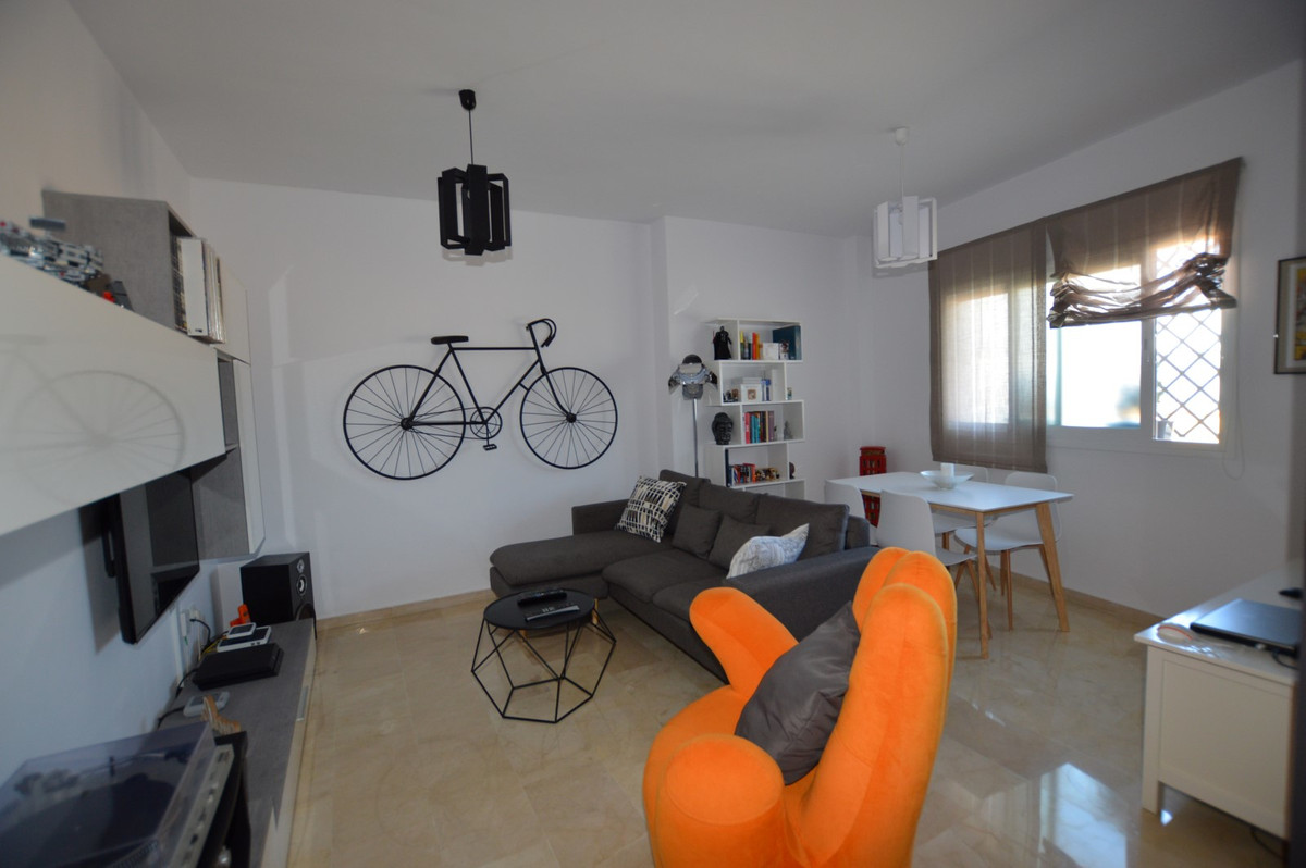 Fancy a modern 1 bed fully furnished apartment within walking distance and close to the heart of Ben, Spain