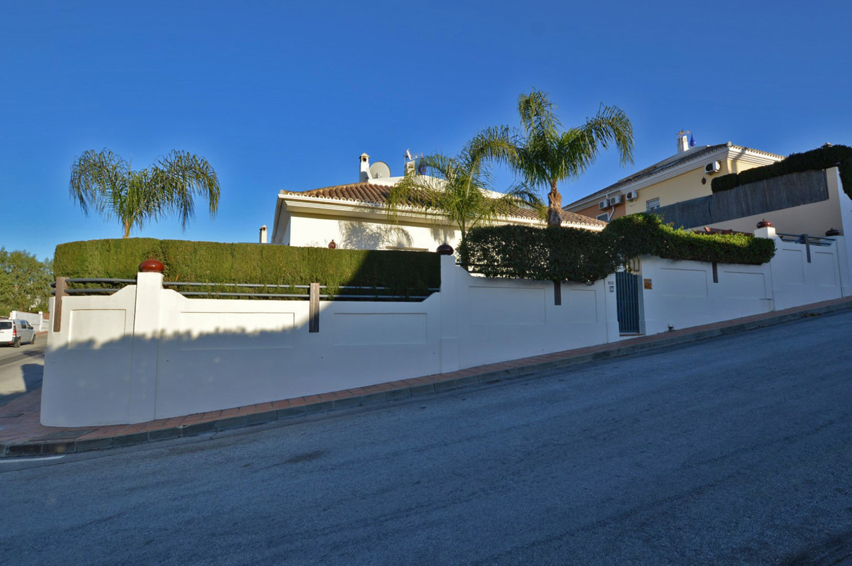 A superb, modern semi detached Villa, built to a high standard and located in one of the best and mo, Spain