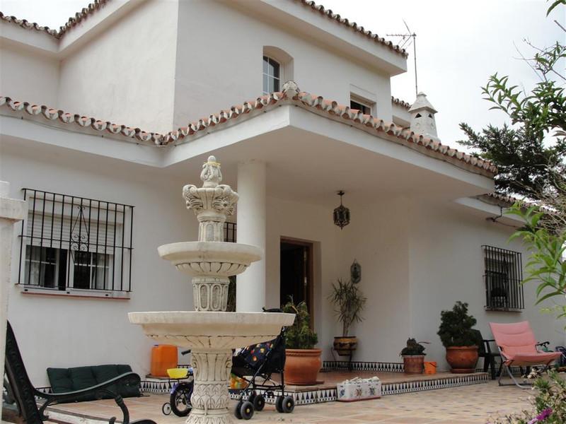 Villa – Chalet en venta en Alhaurín de la Torre – R131594