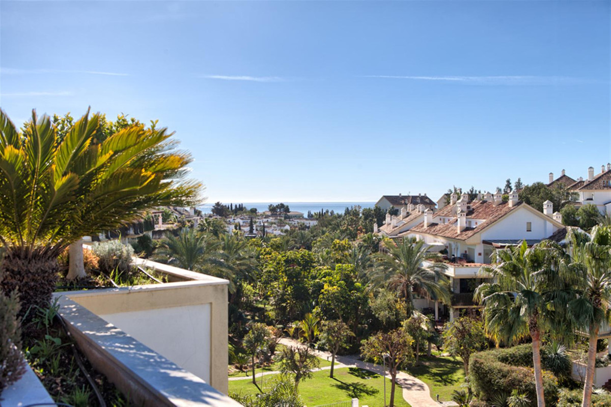 Luxury 3-bedroom penthouse with large terrace and open sea  views in famous gated comunity in Golden Spain