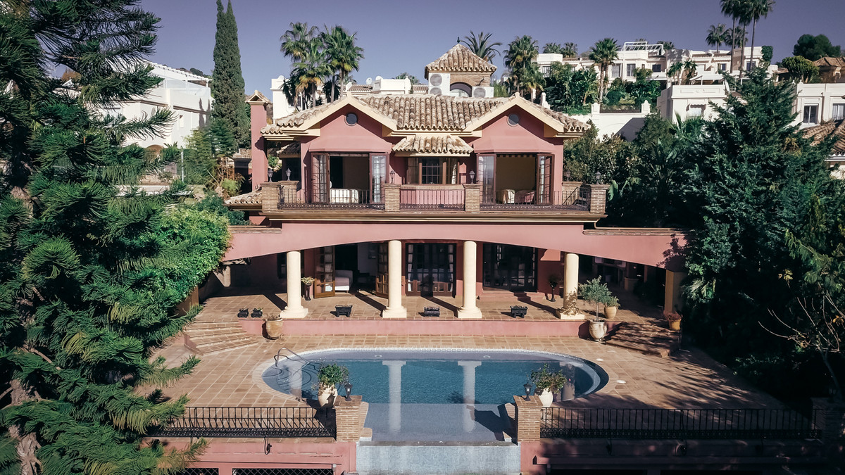 Welcome to this property in La Quinta with fantastic sea views!   The property is a nice house where,Spain