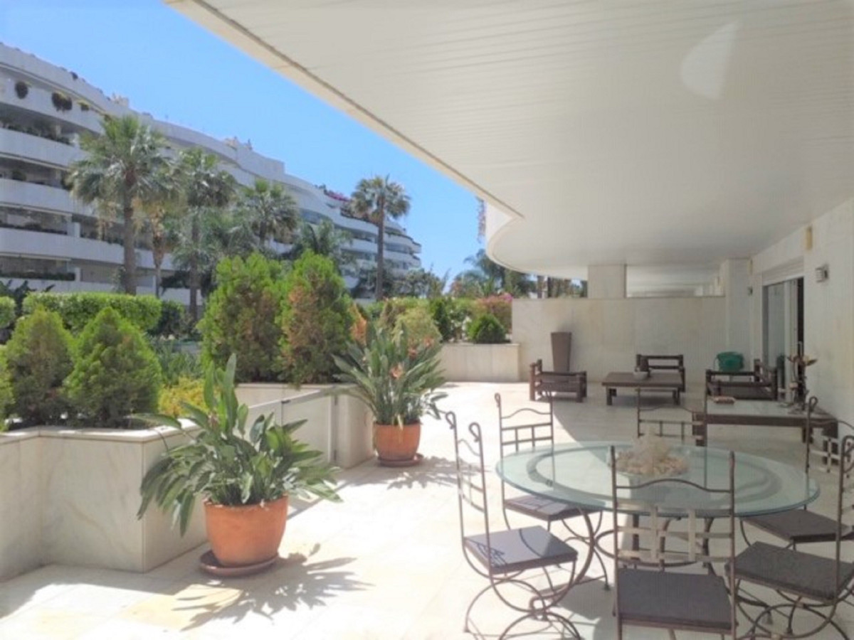 Apartment Ground Floor for sale in Puerto Banús, Costa del Sol
